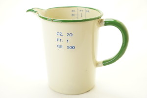 Off White/Green Enamel Darkroom Measuring Jug, 20 OZ. 1 PT. 500Gr (Hire Only)
