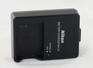 Nikon MH-24 Battery Charger EN-EL14 P7100 P7000 D5100 D3100 D3200 UK Plug