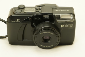 Ricoh RZ-1000 35mm Compact Zoom camera in case